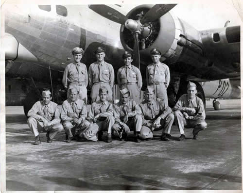 Members of the 390th Bomb Group, 570th Bomb Squadron, Crew 53